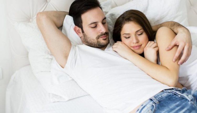 Burrat apo gratë kënaqen më shumë gjatë seksit? Përgjigjja është befasuese