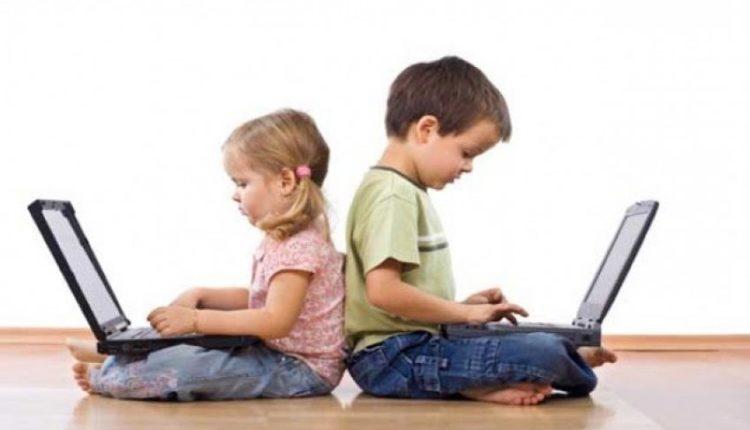 Studimi i ri, fëmijët kalojnë 61 orë në vit në internet