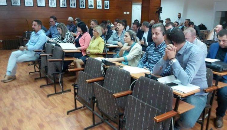 BDI dhe LSDM lëshojnë seancën e Këshillit komunal në Gostivar