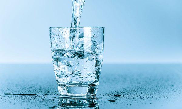 Ja si ta bëni veten të pini sa më shumë ujë