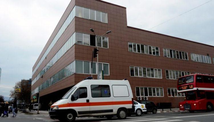 Rrahje masive në spitalin e qytetit, sulmohen mjekët dhe policët