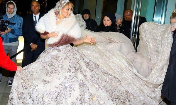 Jennifer Lopez madhështore në fustanin ekstravagant të nusërisë