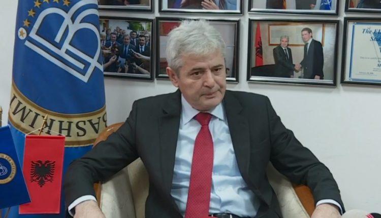Kur Ali Ahmeti godet tavolinën: Turp t'ju vijë, na e morët fytyrën…me 6 parti shqiptarët, maqedonsit me 2 parti