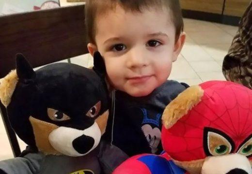 Djali 2 vjeç refuzon të hajë hamburgerin, nëna e rreh dhe i merr jetën
