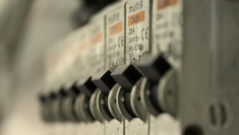 Ulje e madhe e çmimeve për shërbimet për energjinë elektrike në Maqedoni