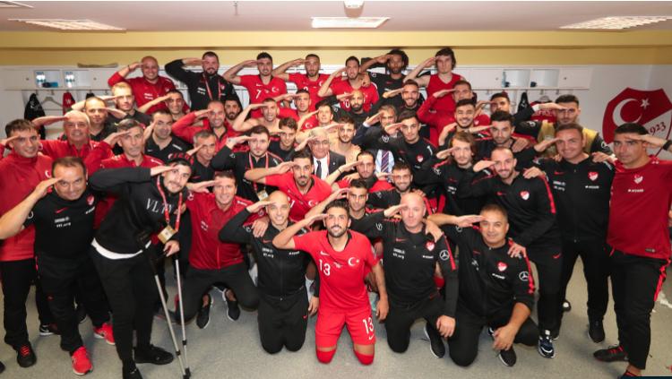 Futbollistët e Turqisë vazhdojnë me festime kontraverse pro-Erdogan, UEFA nis hetimet