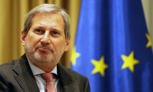 Hahn: Përgjegjësia për mosmarrjen e datës është te BE-ja, jo në Maqedoninë Veriore dhe Shqipërinë
