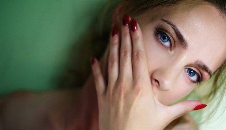 Përse meshkujt i ndërpresin marrëdhëniet me vajzat e bukura?