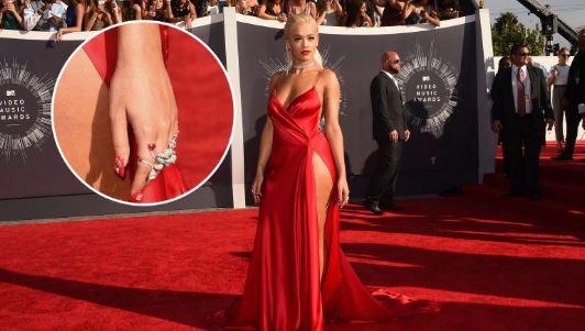 Rita Ora shpenzon mijëra dollarë në manikyr, ndër më të shtrenjtit në histori