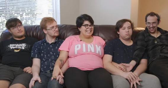 Amerikania me 4 burra pret fëmijën e parë