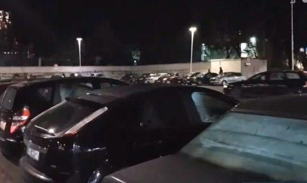 Tërmeti shkakton panik, qytetarët dalin në sheshet kryesore të Tiranës