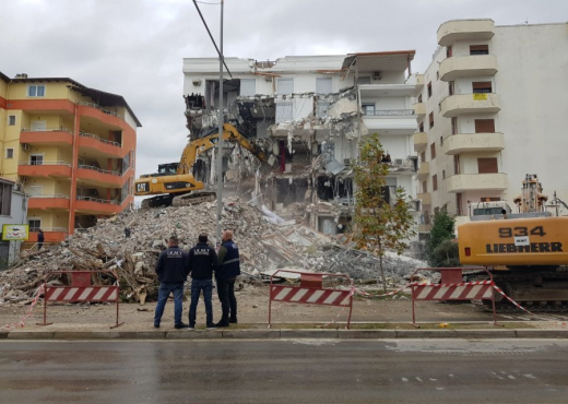Dëmet e tërmetit: Sot shemben dy godina 5-katëshe në Shkozet