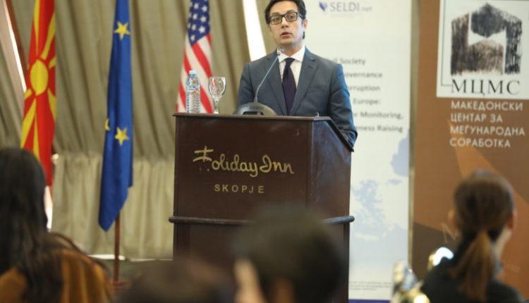 Pendarovski: Është e kotë të flitet nëse ekziston gjuha maqedonase