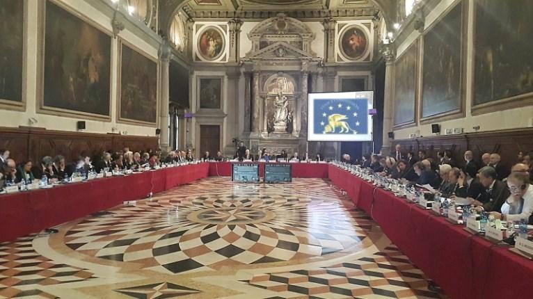 Komisioni i Venecias rekomandon rishqyrtimin e Ligjit për Përdorimin e Gjuhëve