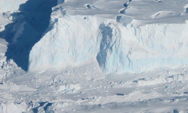 """Kjo është akullnaja që mund të """"fundosë"""" botën"""