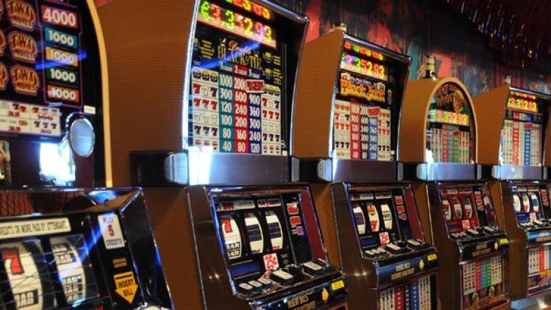 """""""Në vend që ta ulin numrin e bastoreve, shteti i Maqedonisë do të blejë 1500 aparate për bixhoz"""""""