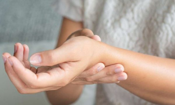 Stresi dhe mërzia mund të nxisin dhimbjet e reumatizmit