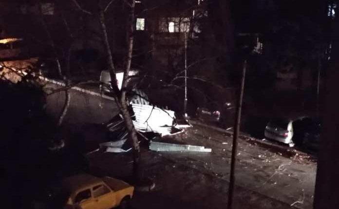 Lajmi i Fundit: Stuhi e fuqishme në Shkup, shkakton shumë dëme (FOTO)