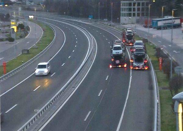 Shoferët nga Maqedonia e Veriut bëjnë tmerr me kamionë në Zvicër (FOTO)