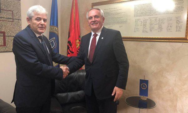 Skandal diplomatik: Dedaj uron hyrjen e Maqedonisë në NATO me foton e BDI-së