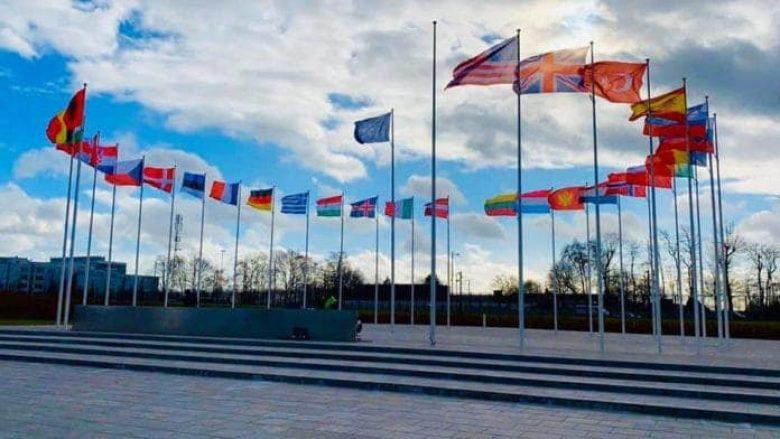 Përgatitjet e fundit për ngritjen e flamurit të Maqedonisë së Veriut si anëtarja e 30-të e NATO-s