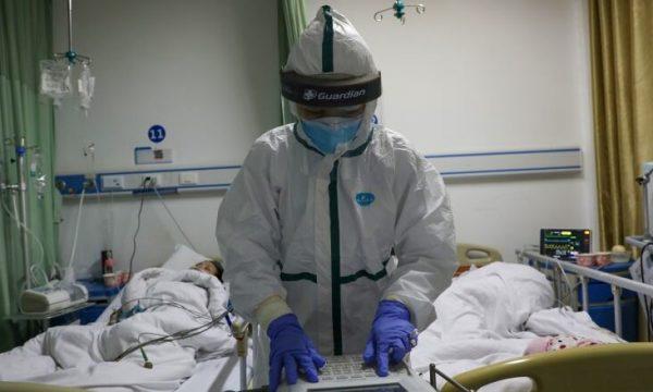 Ja çfarë i bën coronavirusi trupit të njeriut