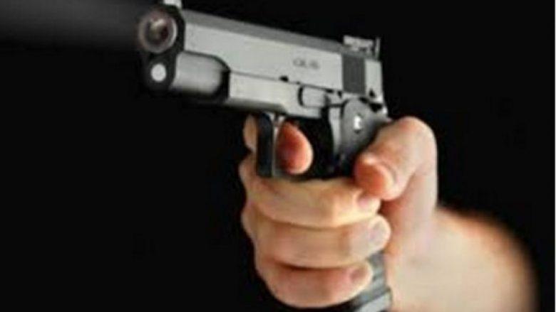 Gjuajtje me armë zjarri, lëndohen dy persona nga Shkupi