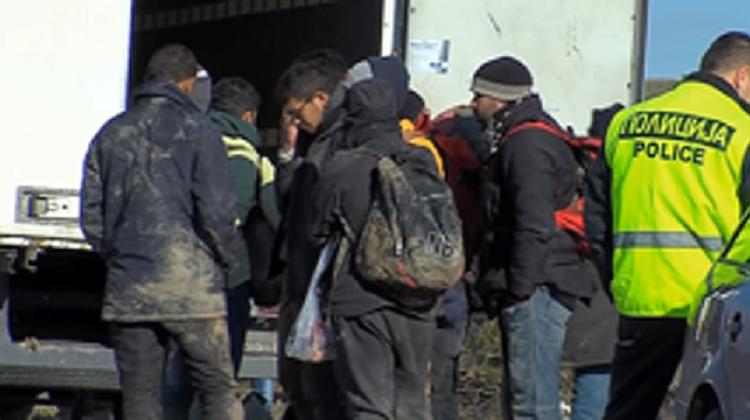 Policia ndalon dhjetëra emigrantë në Gjevgjeli