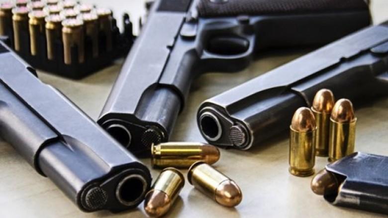 Shkup, pistoleta e zyrtarit policor është gjetur në toaletin e një kazinoje