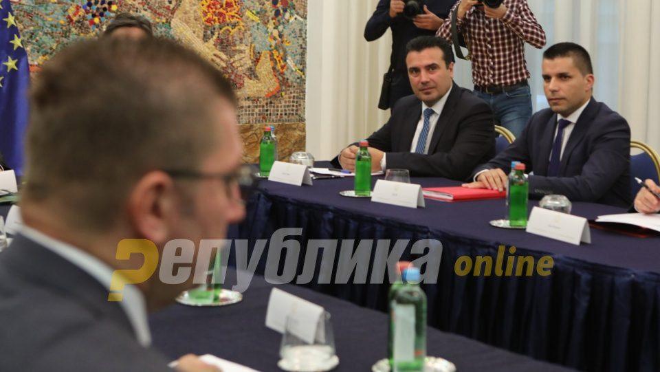 Mickoski e fton Zaevin në debat