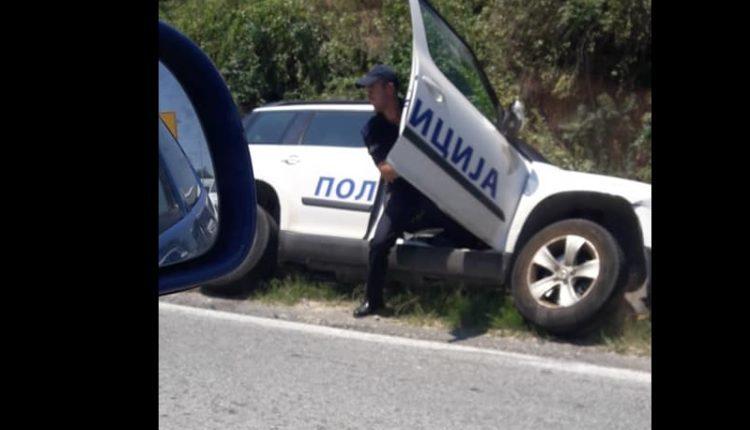 Një makinë e policisë del nga rruga, lëndohen tre persona