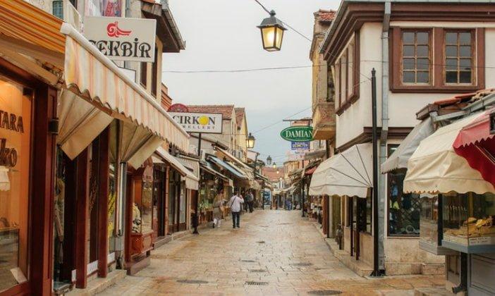 Koronavirusi zbraz dyqanet e Çarshisë së Vjetër (VIDEO)