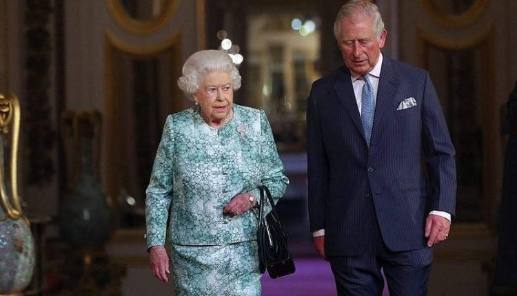Një javë pas diagnostikimit me Covid-19, Princi Charles del nga izolimi