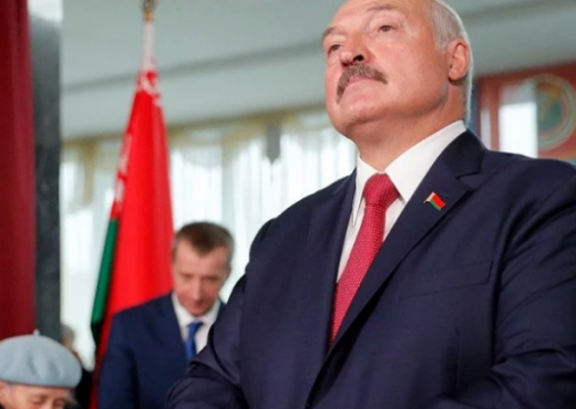 """""""Pini vodka"""", presidenti i Bjellorusisë: Më mirë të vdesësh në këmbë sesa të jetosh në gjunjë"""