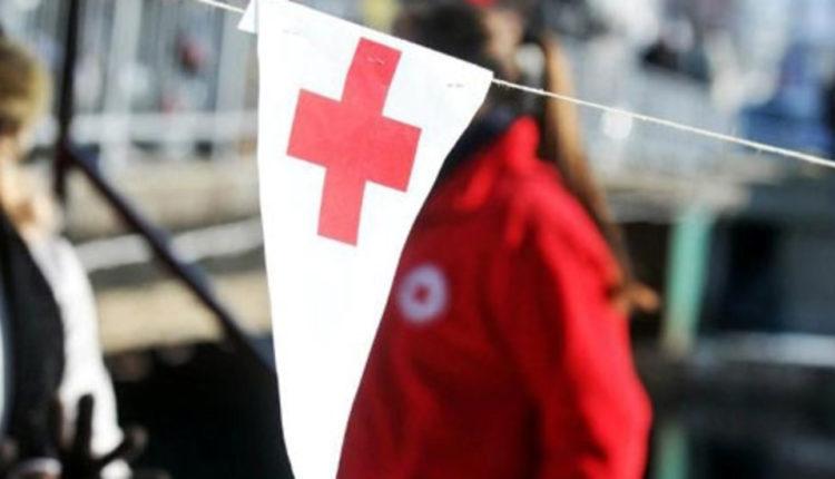 Kryqi i Kuq i Qytetit të Shkupit distribuon mjete higjienike për qytetarët e moshës së tretë