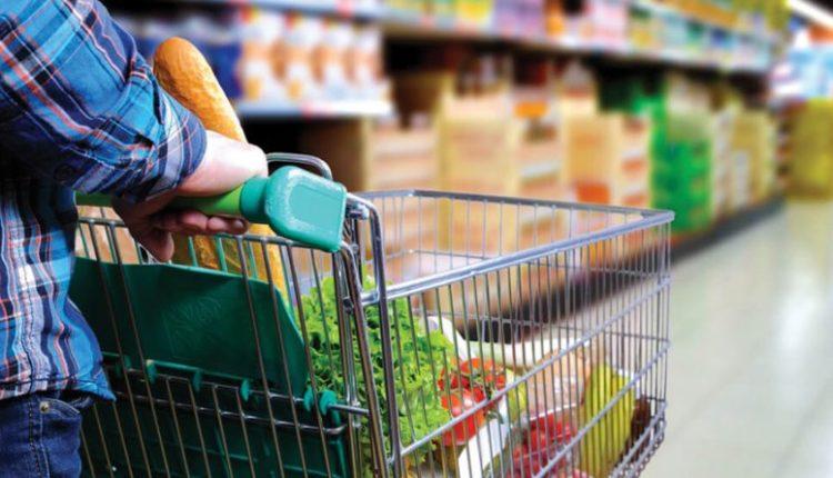 Ministria e shëndetësisë: Mbani distancë 2 metra nëpër markete dhe shitore tjera