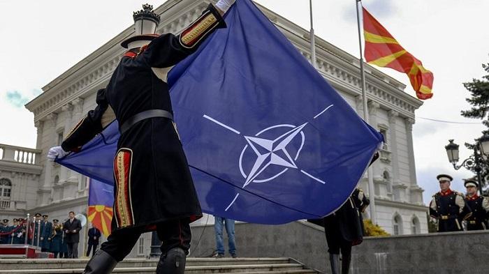 Flamuri i Maqedonisë së Veriut u ngrit para selisë së NATO-s në Bruksel