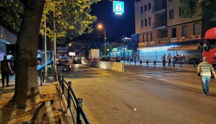 Gardh betoni prej te xhamia 'Jahja Pasha' deri tek 'Çairçanka' për sigurinë e këmbësorëve
