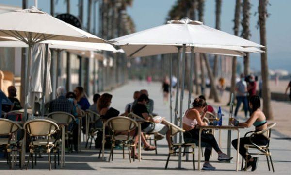 Spanja përgatitet për kthimin e turistëve