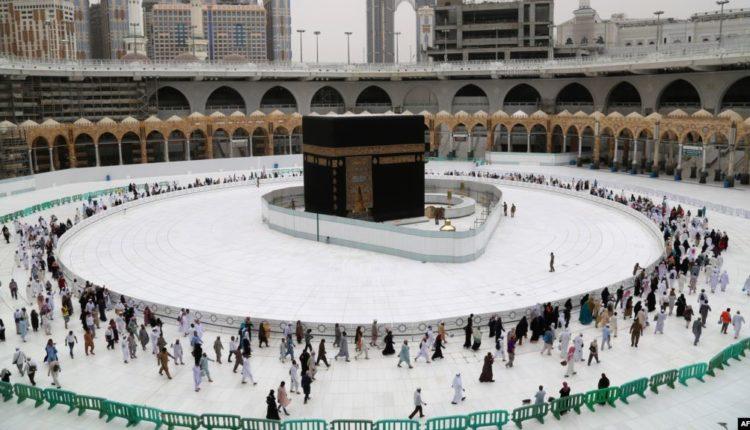 Myslimanët në botë festojnë Fitër Bajramin në shtëpi për shmangien e rikthimit të pandemisë