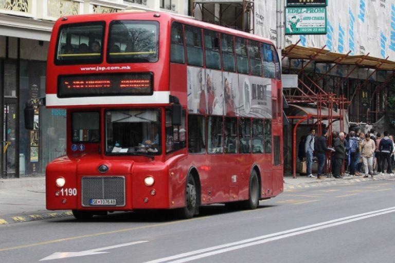 Ja si do të ulen nëpër autobusë