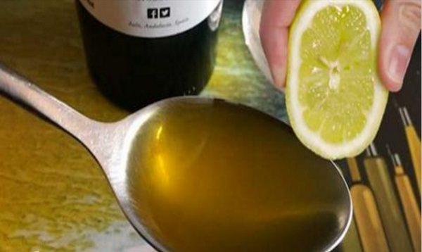 Shtrydhni një limon në vaj ulliri, ja çfarë do të ndodhë