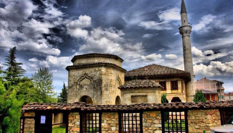 Maqedoni: Bajrami do të falet në xhami, ora policore prej…