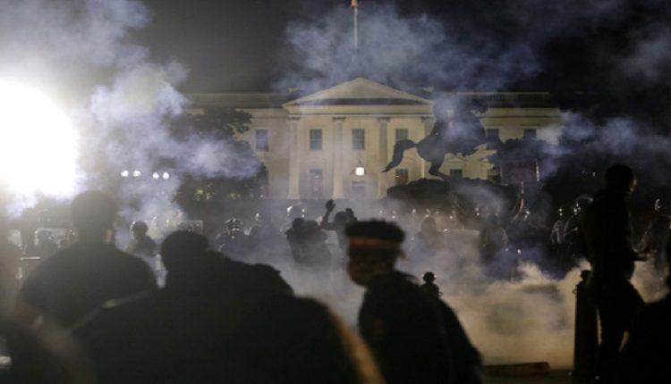 Tension në SHBA: Trump futet në bunker pasi protestuesit i afrohen Shtëpisë së Bardhë (VIDEO)
