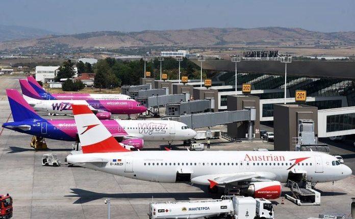 Aeroportet në Maqedoni nuk do të hapen as gjatë këtij muaji