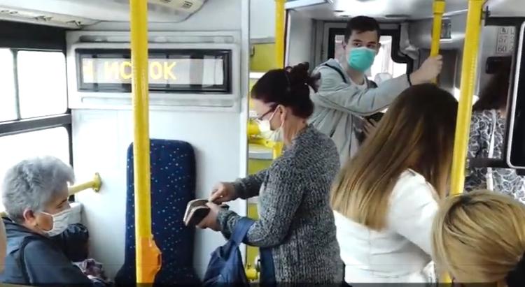 Në autobus vetëm me maskë, shfuqizohet transporti falas për pensionistët
