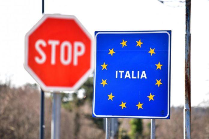 Italia sot hap kufijtë për turistët nga BE