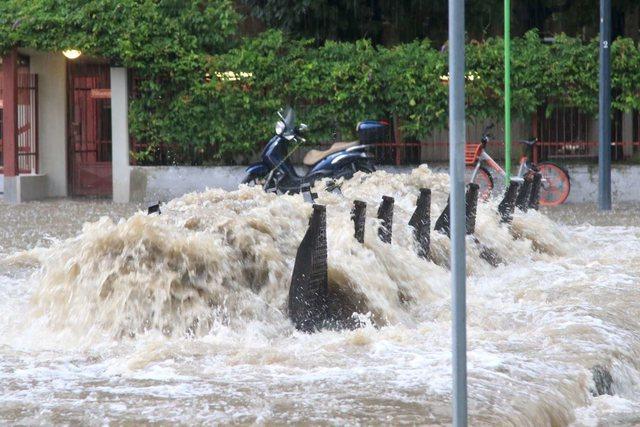 Çfarë po ndodh në Itali, stuhi e fuqishme, përmbytet Milano, uji deri në 2 metra (VIDEO)
