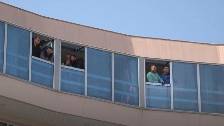 Nga Afganistani në karantinë, 60 shtetas të Maqedonisë izolohen në një hotel në Shkup