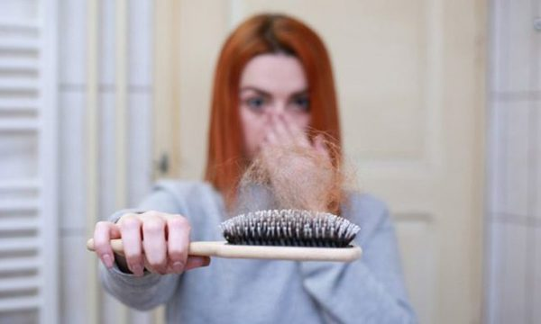 Gazeta Express 28/07/2020 7:15 Me i fundit  Nëse shihni një copë kartoni në derën tuaj të shtëpisë, thirrni policinë   COVID-19: Misteri i rënies së flokëve